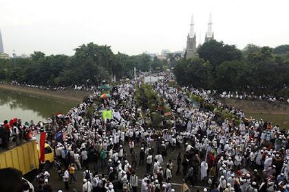 PP Muhammadiyah sindir sikap Presiden Joko Widodo yang tak tegas terhadap terdakwa kasus penodaan agama Ahok yang membuat umat Islam kembali bereaksi dengan menggelar Aksi 313