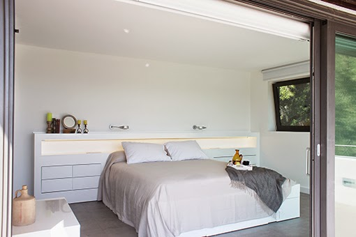Baño En Dormitorio Pequeno:Marzua: Dormitorio con cuarto de baño y vestidor integrados