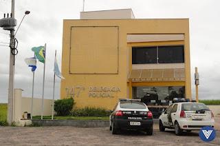 http://vnoticia.com.br/noticia/3241-mulher-refem-de-bandidos-na-praia-do-sonho-vive-momentos-de-terror-durante-assalto