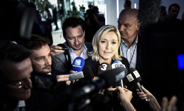 «Εξέγερση» κατά του ευρώ με γαλλικό έναυσμα ζητά η Le Pen