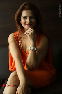 Actress Saloni Aswani Pos in Short Dress at Meelo Evaru Koteeswarudu Movie Interview  0183.JPG