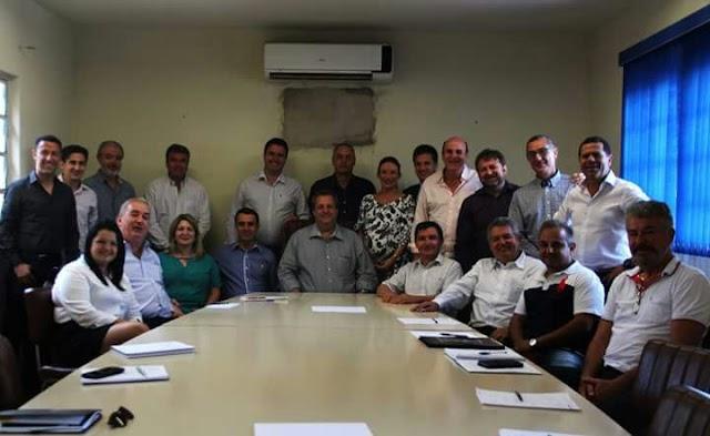 Wagão e Chico da Farmácia apresentam a equipe de secretários da nova administração