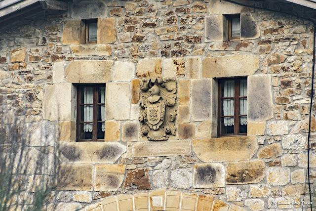 Via Verde de Arrazola, escudo del baserri Urrutia por El Guisante Verde Project