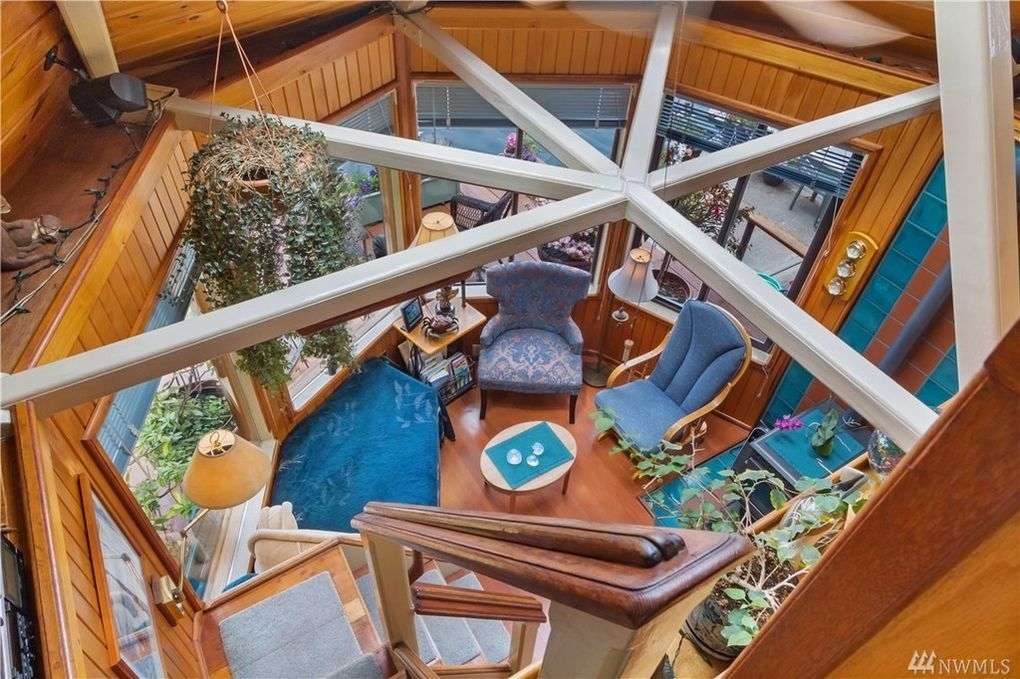 03-Living-Room-from-Above-Architecture-with-the-House-Boat-on-an-Island-www-designstack-co