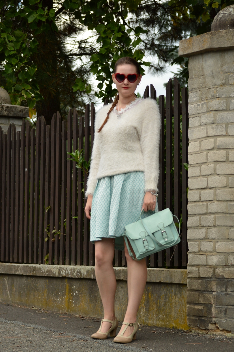 scream queens fashion, georgiana quaint, czech fashion blog, pastel coloured outfit, bershka sweater, satchel
