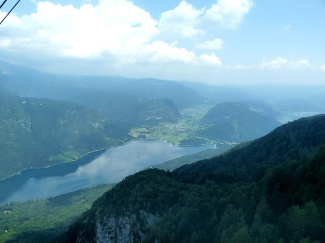 Foto del Lago Bohinj desde el teleférico de Vogel. Ruta en autocaravana por Eslovenia | caravaneros.com