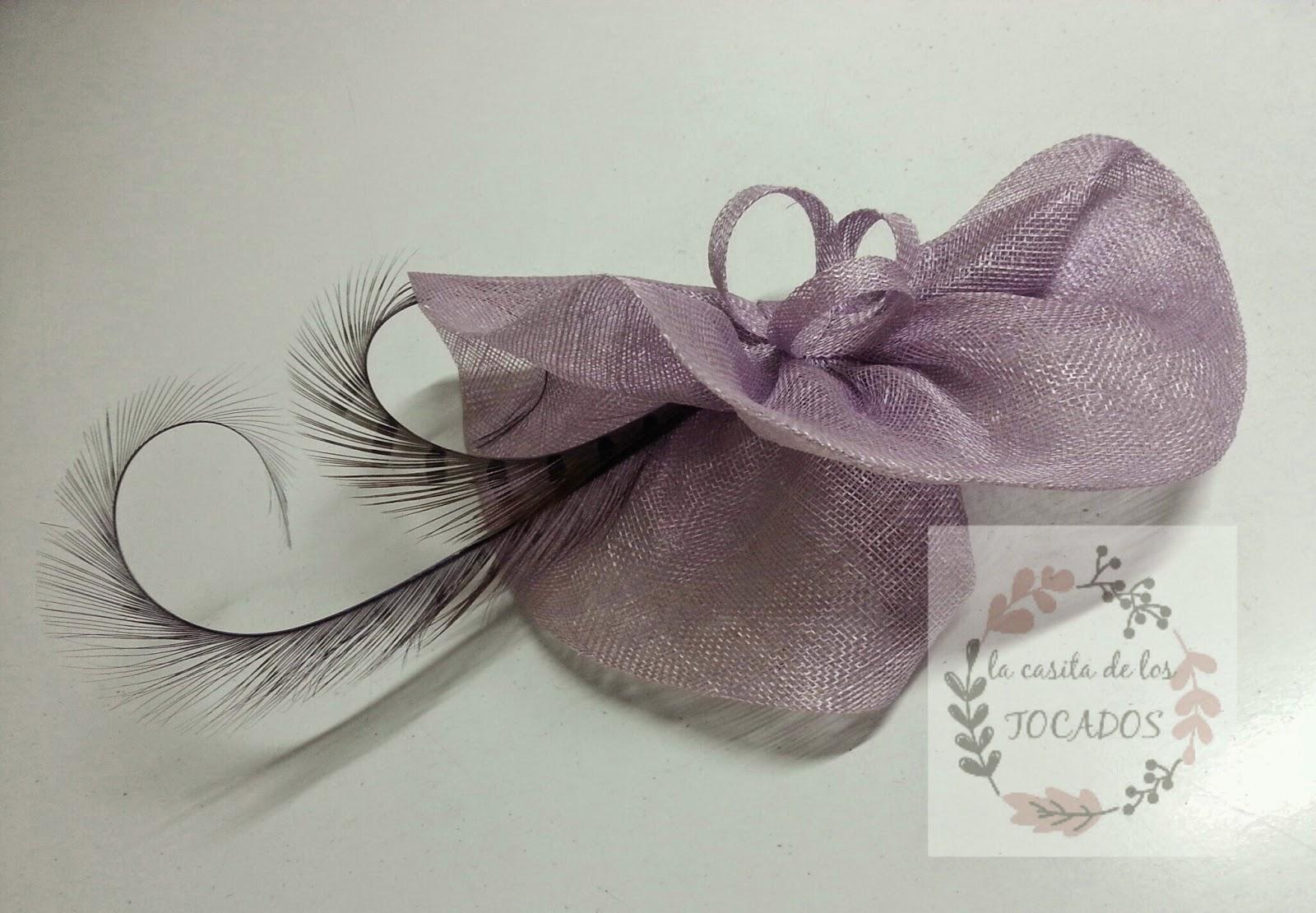 tocado artesanal para boda de mañana o de tarde, para invitada o para madrina, elegante y original con plumas de faisán en color malva empolvado