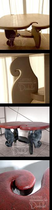 Table en carton recyclé, en kraft brut naturel puis peinte avec acrylique rouge, effets métal et vernis. Meuble déco artisanal entièrement fait main par  © CARTONS DUDULLE.