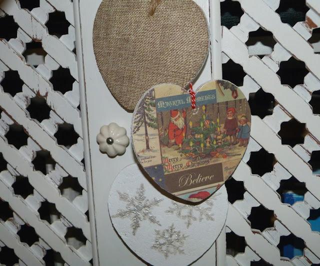 decoracion-navidad-guirnalda-corazones-corcho