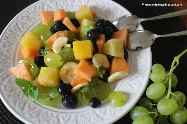 Sommerlicher Fruchtsalat mit Minze