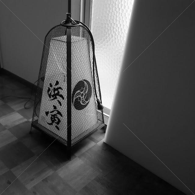 足下行灯の灯り箱修理 銅の行灯 京都の和食店舗などで使われる看板灯としても利用される。