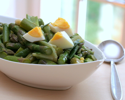 Asparagus Scallion Salad with Hard-Cooked Egg, another healthy, substantial salad ♥ AVeggieVenture.com. Weight Watchers Friendly. Naturally Gluten Free. Dreamy for Spring!