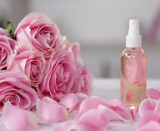 Cách trị nám, tàn nhang đơn giản chỉ với nước muối và hoa hồng