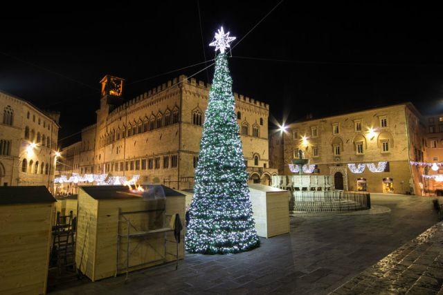 mercatini-di-natale-perugia-piazza-iv-novembre-poracci-in-viaggio
