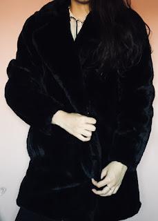 https://www.newlook.com/uk/womens/clothing/jackets-coats/black-faux-fur-longline-coat/p/575436901