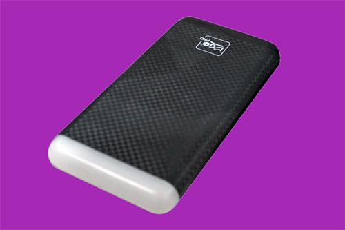 Bateria portátil Bateria PRO 8000 oferece até quatro recargas no smartphone