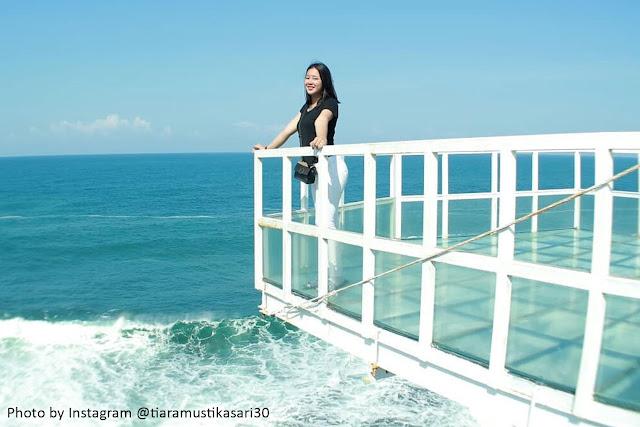 Jembatan Kaca Pantai Nguluran
