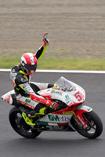 Simoncelli salutes his victory in Japan in 2008 on the way to the 250cc world title