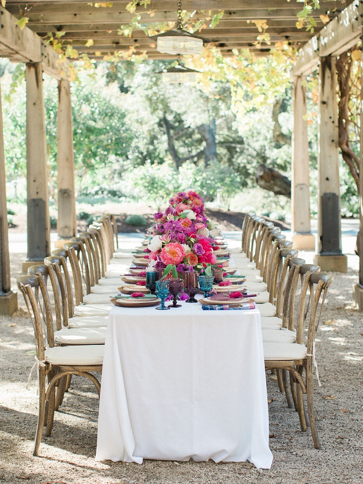 Kameralne przyjecie weselne, Kwiaty do ślubu, dekoracje kwiatowe na ślub, dekoracje stołów weselnych, kwiaty na stoły weselne, wystrój sali weselnej, wesele plenerowe, długi stół dekoracje kwiatowe, oprawa florystyczna ślubu i wesela, trendy ślubne, trendy kwiatowe 2016, przyjęcie weselne dekoracje, ślub latem, ślub jesienią, ślub polsko - hiszpański, ślub polsko - meksykański, ślub polsko - azjatycki, stylizacja ślubna, przyjęcie weselne w plenerze, blog ślubny, inspiracje ślubne, pomysły na ślub 2016, Konsultanci ślubni Kraków, Winsa Agencja Ślubna Kraków, Winsa Wedding Planner Krakow, Winsa śluby, żywe kolory ślubne, barwne wesele, kameralne przyjęcie weselne