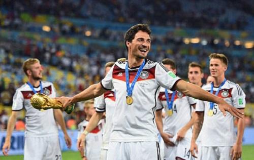 Hummels vừa giành cúp vàng thế giới cùng đội tuyển Đức