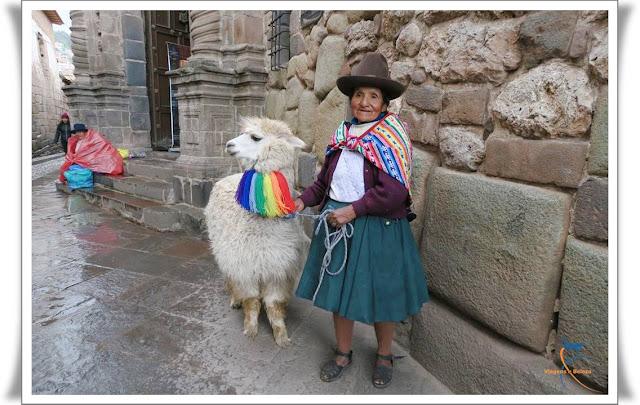 Chola e sua lhama, Cusco, Peru