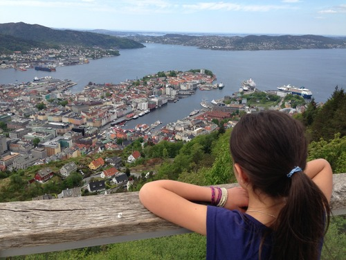O que fazer em Bergen além dos fiordes? cidade vista do morro Fløyen