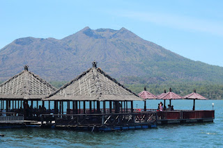 Try The Floating Resto in Kintamani