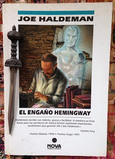 Portada del libro El engaño Hemingway, de Joe Haldeman