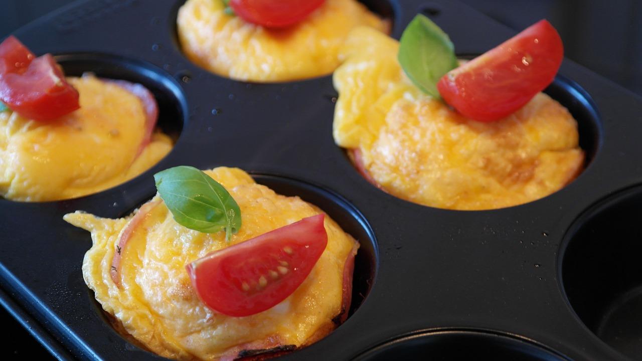 Domowe pichcenie: Muffiny pizzowe- szybkie i pożywne przekąski.