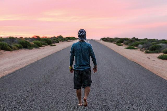 nereye, yoluna devam eden adam, yola devam, dönüş yok,