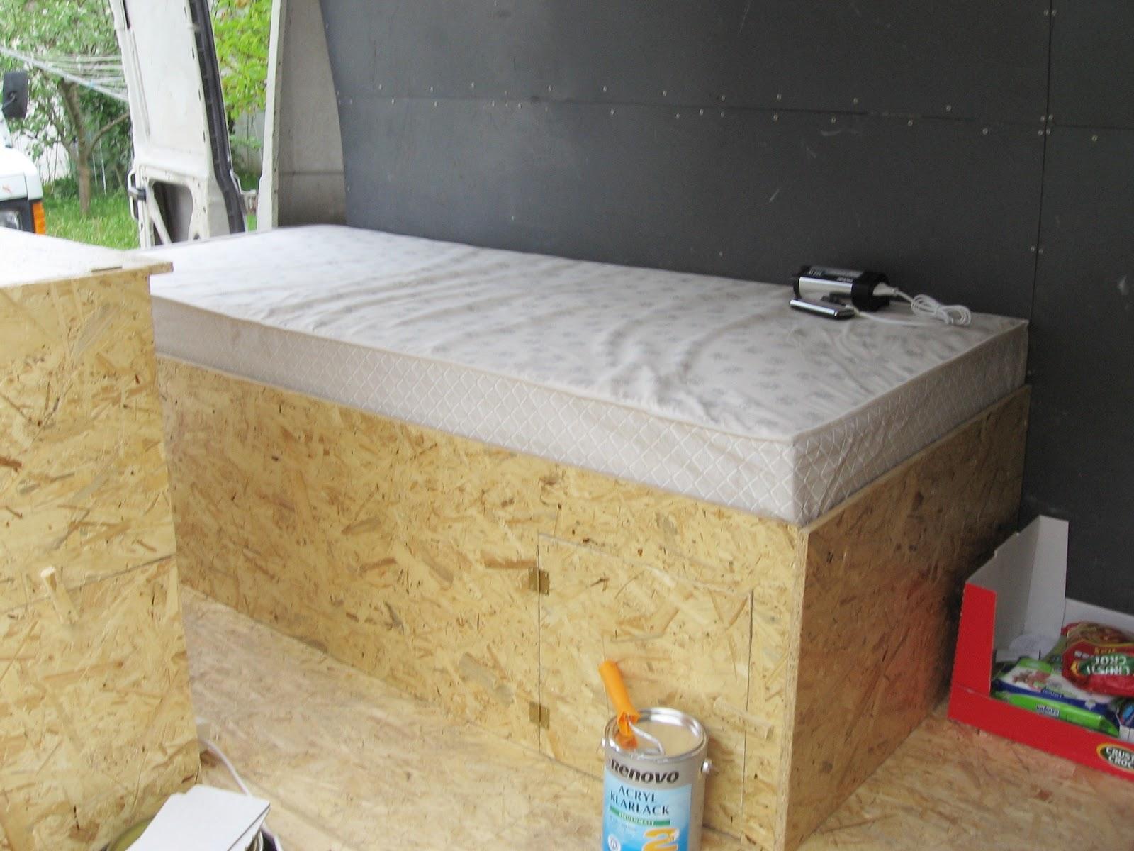 on tour bett fertig. Black Bedroom Furniture Sets. Home Design Ideas