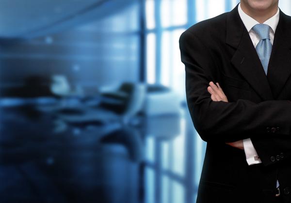 هل يمكن للمحامي التنحي عن التوكيل بسبب عدم دفع الموكل للاتعاب كلها أو جزء منها