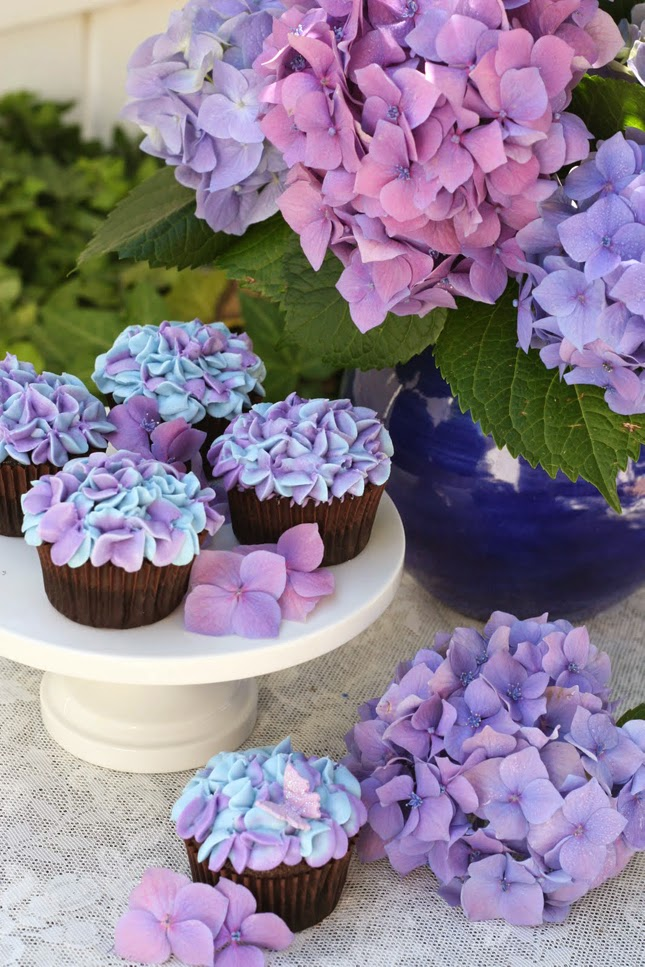 Hydrengea-cupcakes Quando gli sposini hanno le idee chiare...Colore Lilla Ortensie Partecipazioni Pizzo Verde Mela