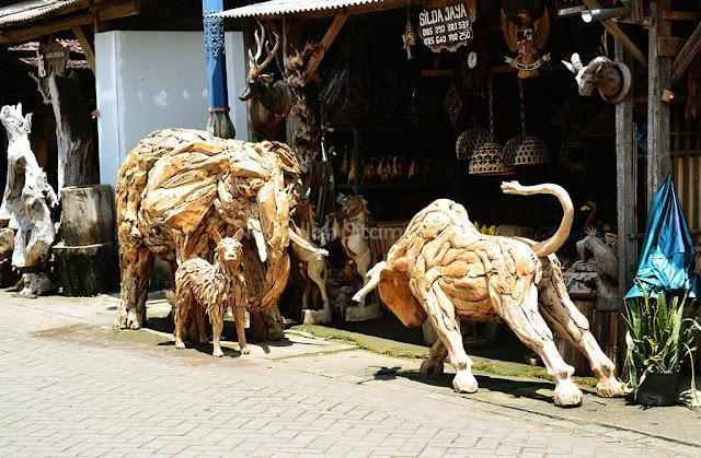 Salah satu patung di jalan Mulyoharjo, Jepara