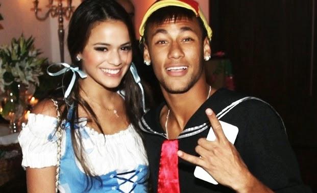 Novelas Radar: Bruna Marquezine confirms breakup with NeymarBruna Marquezine And Neymar