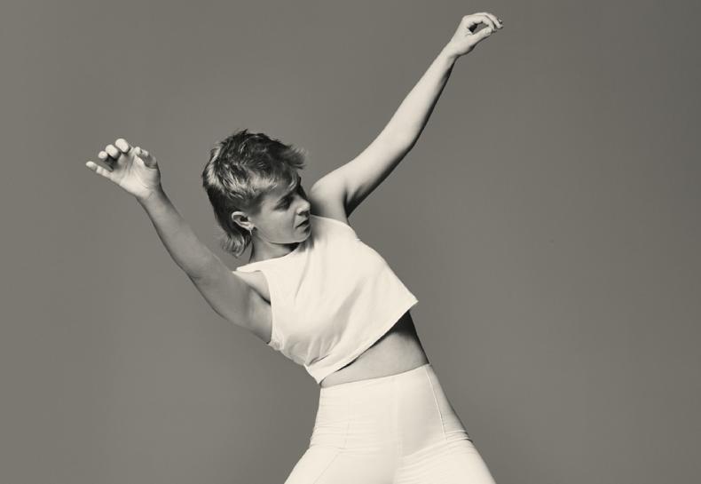 Agora todas as sexta-feiras tem remix de músicas da Robyn: dois novos foram liberados, vem conferir!