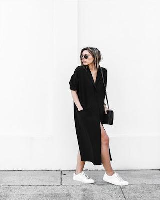 outfit con vestidos largo negro y tenis blancos