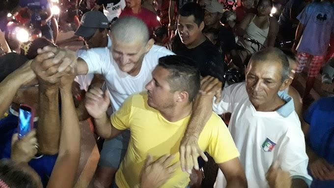 """Liberto do cárcere """"Chico de Dondom"""" é recebido por centenas de amigos no município de Barcelona"""