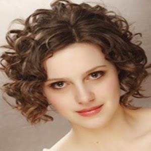 model rambut keriting pendek untuk wajah bulat nomor 20