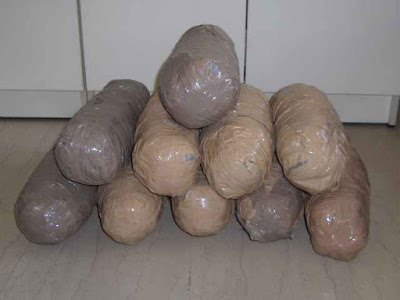 Βρέθηκαν δυο σάκοι με 11,360 κιλά χασίς
