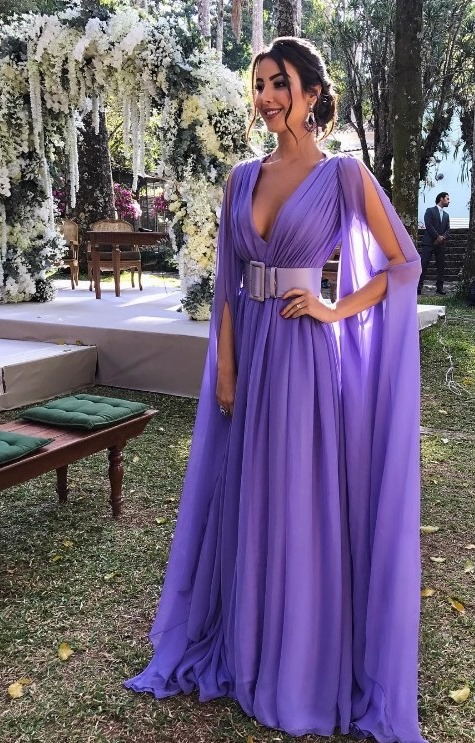80c820b4a O destaque do vestido é o modelo que é super lindo (lembra os de deusas  gregas) e a cor lavanda que além de linda não é tão comum vermos em  casamentos.