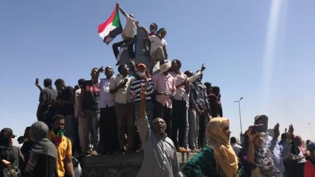 مصادر حكومية سودانية تأكيدها نبأ تنحي الرئيس عمر البشير