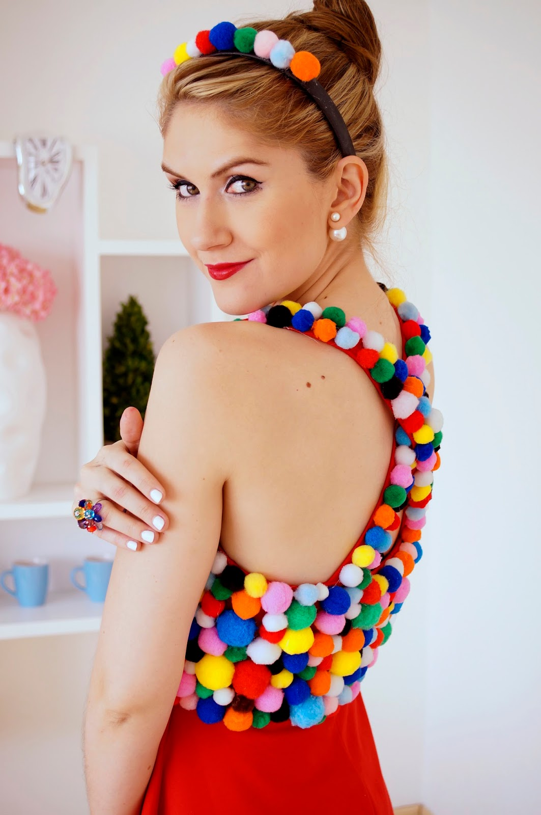 This gumball machine costume is super cute and easy to make! -- Click through for full tutorial!