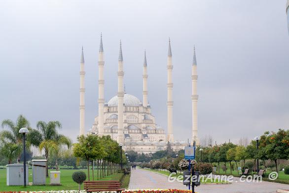 altı minareli Sabancı Merkez Camii, Adana