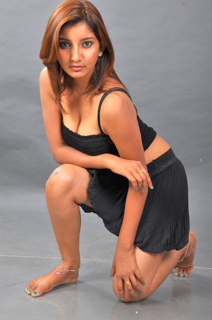 Actress Vinni hot