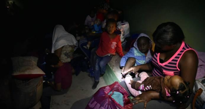 Albergados en Higüey se encuentran sin colchones, sin energía eléctrica y poca comida