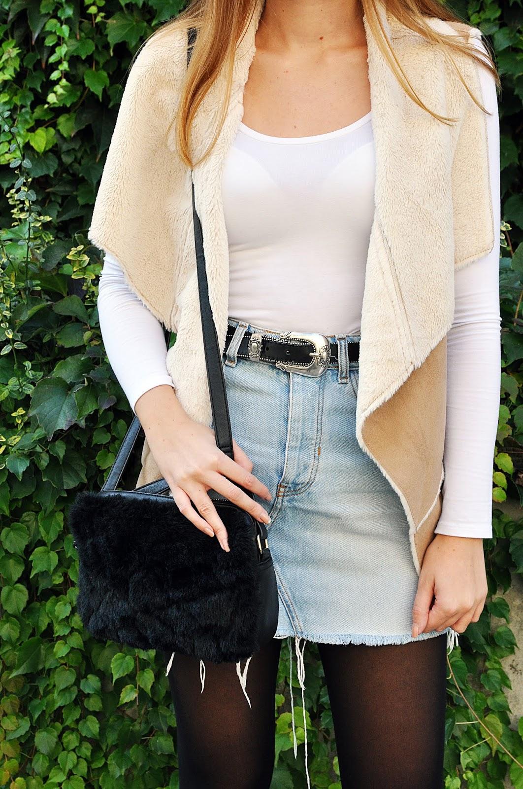 d62eb5ba95454 Naposledy som vyvetrala denimovú sukňu, kým na ňu ešte nieje zima. A tiež  som zvolila moju obľúbenú vestu. Rozmýšľa, že by sa mi páčila aj bunda v  takomto ...