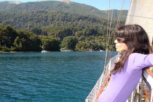 Fora do inverno, dá para aproveitar o Lago Nahuel Huapi para velejar