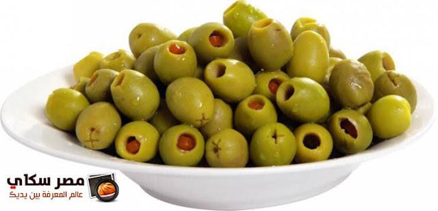 الزينون الأخضر المخلل المحشي بالجزر وأوراق الكرفس Pickled olives