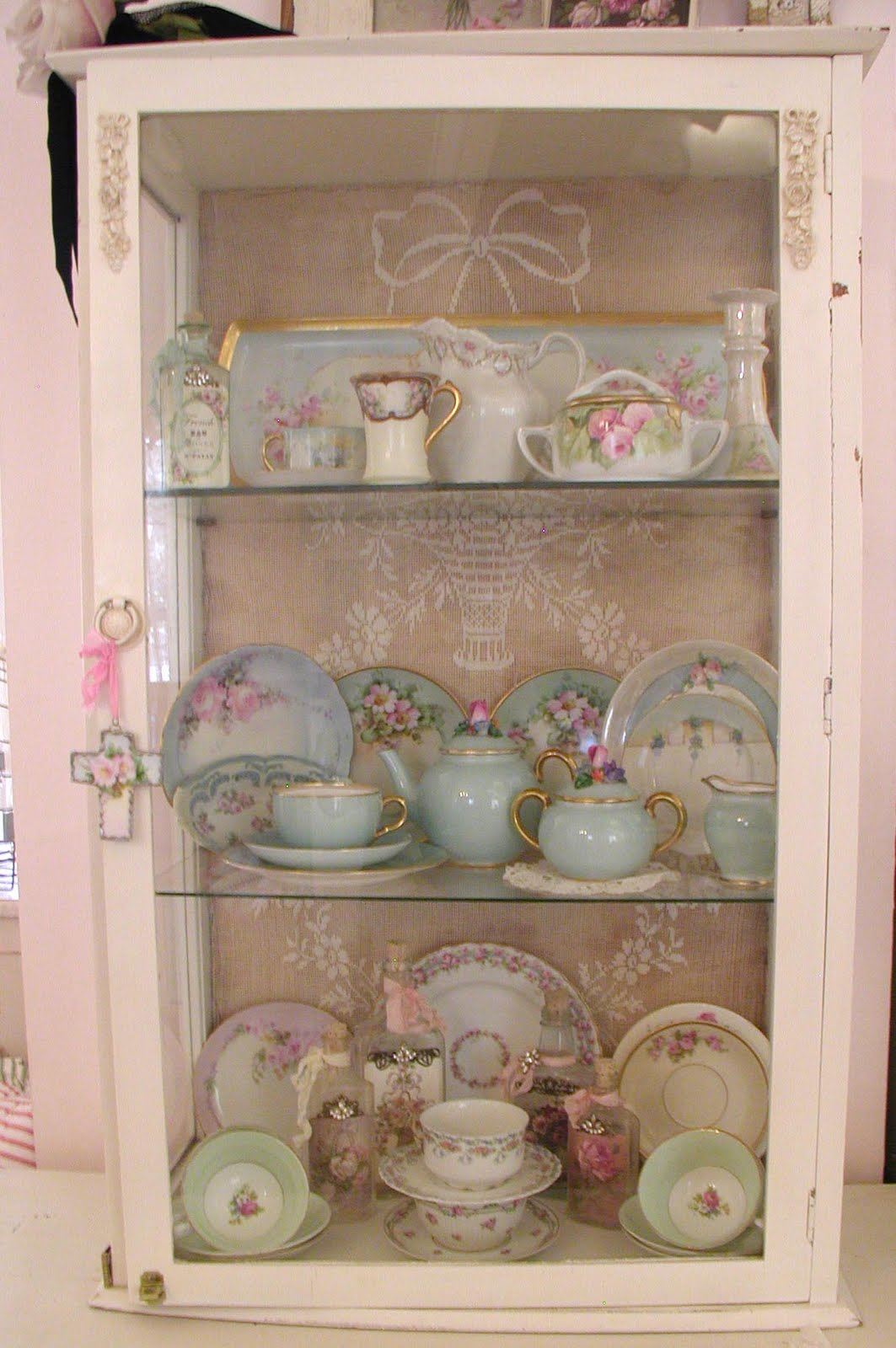 chateau de fleurs my little cabinet of curiosities. Black Bedroom Furniture Sets. Home Design Ideas